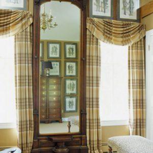Frame the Windows with Plaid 300x300 - Giải Pháp Ánh Sáng Phòng Ngủ: Màn Vải Truyền Thống